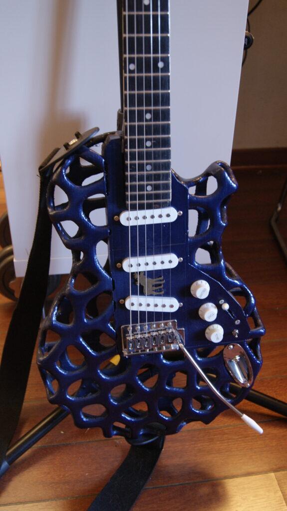 3D printet blå gitar