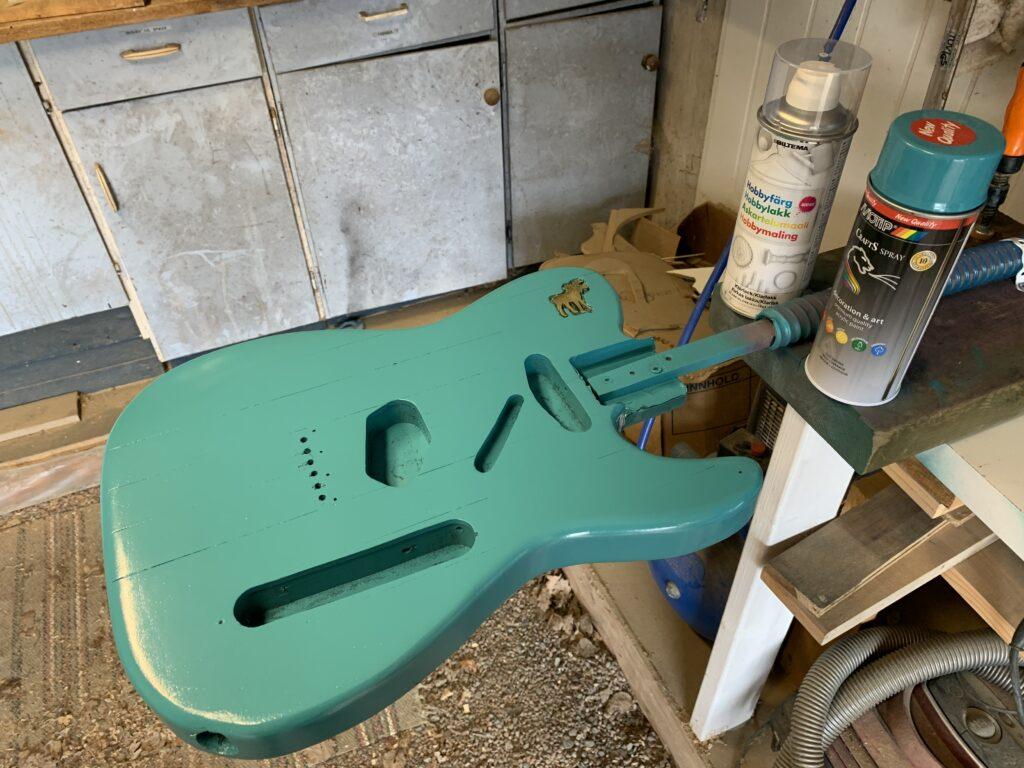 Frisk farge på gitaren!